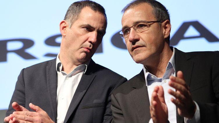 Gilles Simeoni etJean-Guy Talamoni, le 9 décembre 2015, à Ajaccio (Corse). (PASCAL POCHARD-CASABIANCA / AFP)