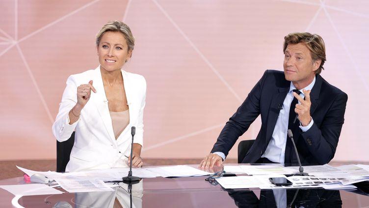 Anne-Sophie Lapix et Laurent Delahousse, lors de la soirée spéciale des élections européennes sur France 2, le 26 mai 2019. (GILLES GUSTINE)