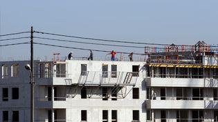 Un immeuble en construction à Toulouse (Haute-Garonne), en octobre 2008. (ERIC CABANIS / AFP)
