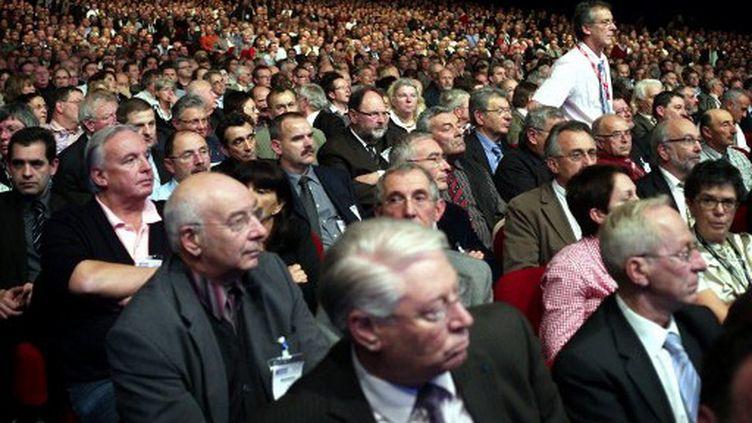 Des élus au Congrès des maires de France, lors d'une intervention de François Fillon,  en novembre 2009 (AFP PHOTO OLIVIER LABAN-MATTEI)