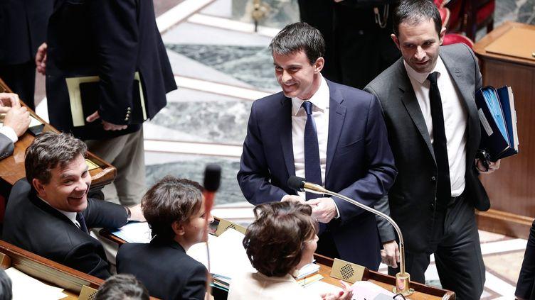 Les ministres Arnaud Montebourg et Benoît Hamon autour du Premier ministre Manuel Valls à l'Assemblée nationale, le 24 juin 2014. (MAXPPP)