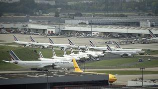 Des avions de la compagnie Air France stationnés sur l'aéroport de Roissy, le 17 septembre 2014. (ERIC FEFERBERG / AFP)