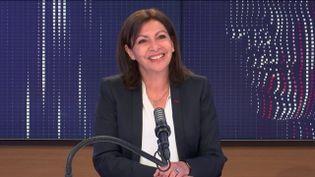"""Anne Hidalgo,maire PS de Paris était l'invitée du """"8h30 franceinfo"""", mercredi 28 avril 2021. (FRANCEINFO / RADIOFRANCE)"""