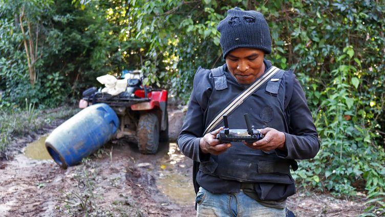 "Paulo Paulino Guajajara "" Gardien de la forêt"" dans le territoire d'Arariboia (Brésil) en avril 2019. (HO / SURVIVAL INTERNATIONAL)"