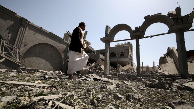 Les ruines de la résidence du président destitué Ali Abdallah Saleh àSanaa (Yémen), le 10 mai 2015. (MOHAMED AL-SAYAGHI / REUTERS )