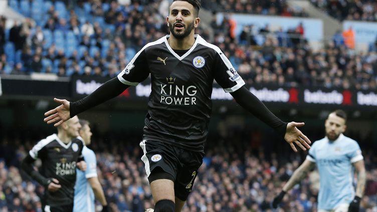Riyad Mahrez (Leicester) buteur face à Manchester City (ADRIAN DENNIS / AFP)
