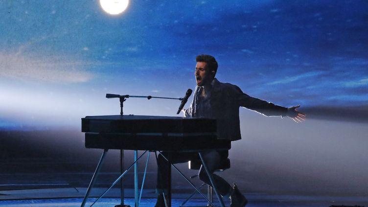 Duncan Laurence, lors de la64e édition du concours de l'Eurovision 2019,le 18 mai 2019, à Tel Aviv (Israël). (JACK GUEZ / AFP)