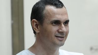 Le réalisateur ukrainienOleg Sentsov, au tribunal deRostov-sur-le-Don, en Russie, le 21 juillet 2015. (SERGEY PIVOVAROV / SPUTNIK / AFP)