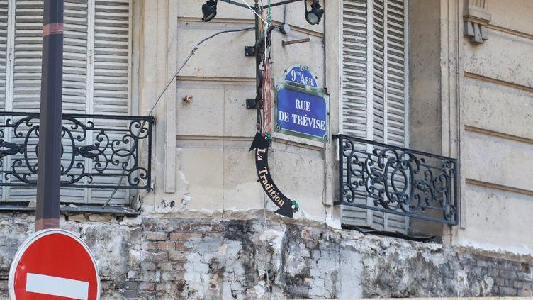 La plaque de la rue de Trévise, le 8 juillet 2019 à Paris, dans le 9e arrondissement (JACQUES DEMARTHON / AFP)