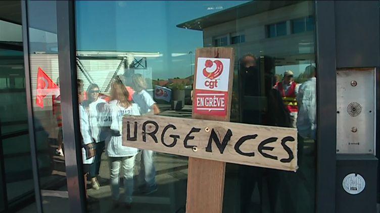 A Dunkerque, où une partie du personnel est en grève, le chef des urgences dénonce l'irresponsabilité de certains patients. (V. Le Roux / France 3 Nord-Pas-de-Calais)