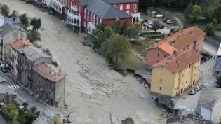 Lundi 5 octobre, dans la vallée de La Roya dans les Alpes-Maritimes, le village de Tende est coupé du monde à la suite du passage de la tempête Alex. Le village est inaccessible, même par voie terrestre. (FRANCE 2)