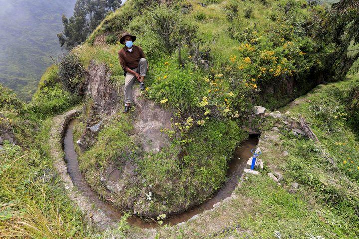 A San Pedro de Casta, au Pérou, un antique canal aquifère en pierre. (IVAN LAIZA / AQUAFONDO / AFP)