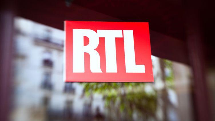 Le logo de la station RTL, le 29 avril 2012. (LOIC VENANCE / AFP)