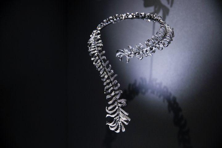 """Exposition """"Mademoiselle privé"""" de Chanel à Shanghai :la haute joaillerie etàla réédition de """"Bijoux de diamants"""" de Chanel, avril 2019 (CHANEL)"""