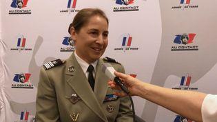 La colonel Anne a décrit son parcours au sein de l'armée de terre, le 7 mars 2019. (Thibaut CAVAILLES / RADIO FRANCE)