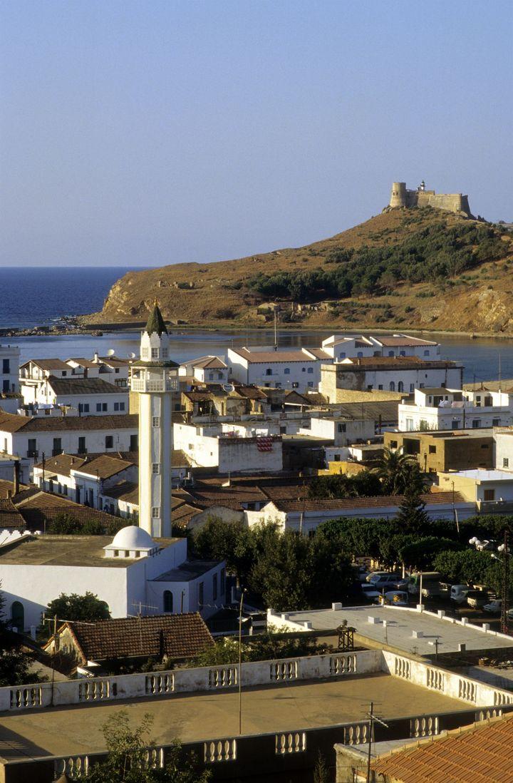 La ville tunisienne de Tabarka et son fort génois du XVIe siècle. (NICOLAS THIBAUT / PHOTONONSTOP /AFP)