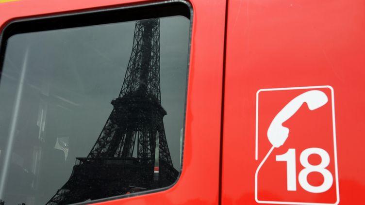 Un camion des sapeurs pompiers de Paris, le 10 août 2010. (MIGUEL MEDINA / AFP)