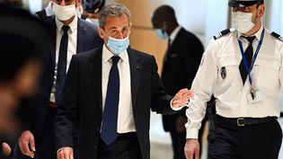 """Nicolas Sarkozy arrive au tribunal judiciaire de Paris, le 1er mars 2021, pour le jugement dans l'""""affaire des écoutes"""". (ANNE-CHRISTINE POUJOULAT / AFP)"""