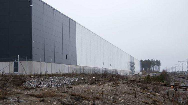 """Un centre de données appartenant à Amazon, leader du secteur du """"cloud computing"""", le 13 avril 2021 à Kjula (Suède). (FREDRIK SANDBERG / TT NEWS AGENCY / AFP)"""
