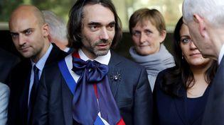 Le mathématicien et député La République en marche Cédric Villani lors d'une visite d'Emmanuel Macron à l'Institut de mathématiques d'Orsay (Essone), le 25 octobre 2017. (ETIENNE LAURENT / AFP)