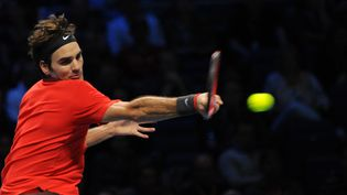Le Suisse Roger Federer lors de la demi-finale du Masters de Londres, le 15 novembre 2014. (YUNUS KAYMAZ / ANADOLU AGENCY / AFP)
