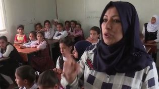À Falloujah, dans le centre de l'Irak, les enfants ont été témoins des exactions du groupe État islamique. Aujourd'hui traumatisés, ils tentent de reprendre une vie normale. (FRANCE 2)