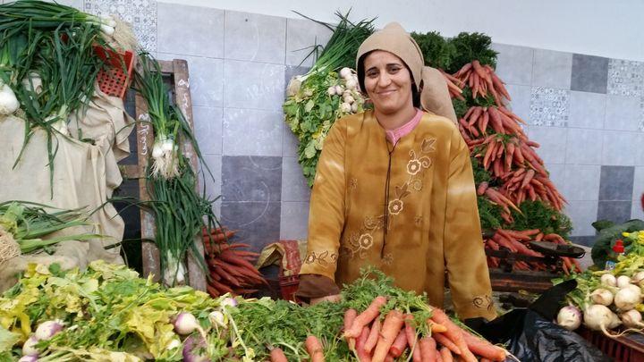 Hannen, vendeuse de légumes au marché du Kram. (ISABELLE LABEYRIE / RADIO FRANCE)