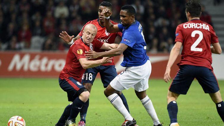 Florent Balmont (Lille) face à Samuel Eto'o (Everton) (JEAN MARIE HERVIO / DPPI MEDIA)