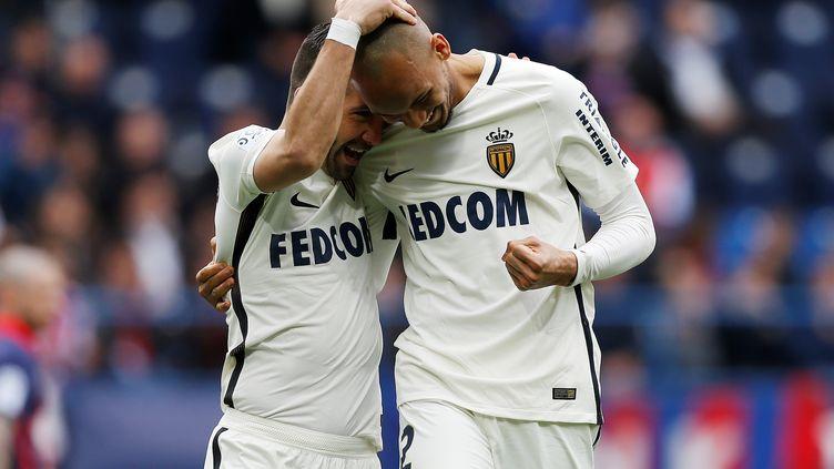 Moutinho félicite Fabinho (CHARLY TRIBALLEAU / AFP)