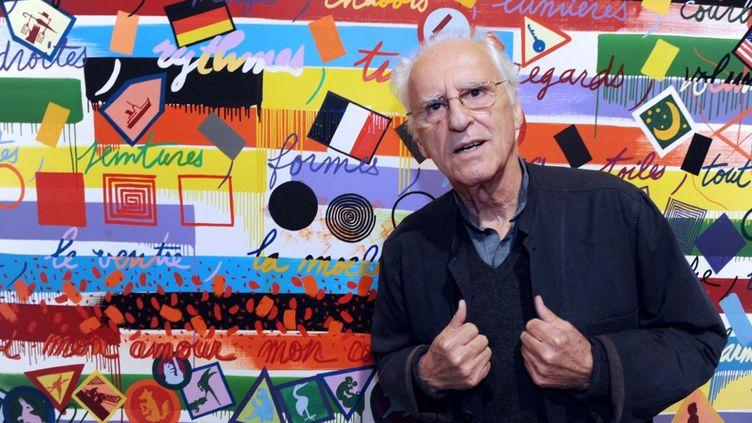 L'artiste français Gérard Fromanger pose devant ses tableaux lors de l'inauguration de son exposition à la Fondation Leclerc à Landerneau (Finistère),le 22 juin 2012. (FRED TANNEAU / AFP)