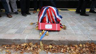 Un buste de Marianne recouvert d'écharpes tricolores, devant la préfecture de l'Indre, jeudi 11 octobre 2018. (T.ROULLIAUD / MAXPPP)