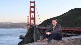 Andreas Lubitz posant devant le Golden Gate Bridge, à San Francisco (Californie, Etats-Unis), à une date indéterminée. (AFP)