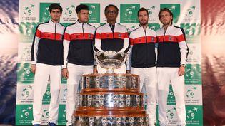 Pierre-Hugues Herbert, Jo-Wilfried Tsonga, Yannick Noah, Richard Gasquet et Lucas Pouille, le 23 novembre 2017 à Villeneuve-d'Ascq (Nord). (PHILIPPE HUGUEN / AFP)