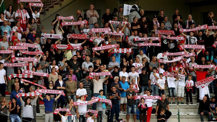 Dans la course à la montée, les fans de l'AC Ajaccio, attendent de connaître leur prochain adversaire: le Havre ou Brest  (MICHEL LUCCIONI / MAXPPP)