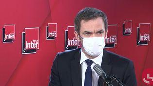 Olivier Véran, ministre des Solidarités et de la Santé sur France Inter le 19 janvier 2021. (FRANCEINTER / RADIOFRANCE)