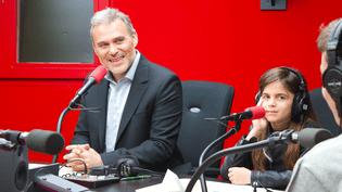 Le philosophe Vincent Cespedes répond aux questions de collégiens, depuis un studio de Radio France. (FRANCEINFO / RADIO FRANCE)