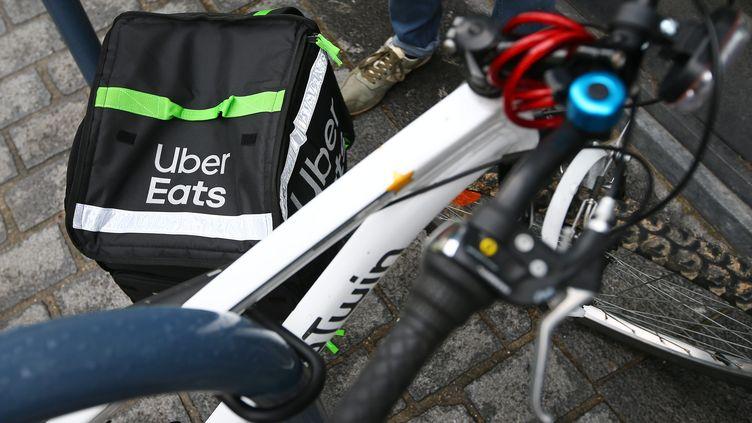 Un livreur Uber Eats, le 18 avril 2019 (photo d'illustration) (MAXPPP)