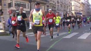 Marathon de Paris : 35 000 coureurs impatients sur la ligne de départ (FRANCE 3)