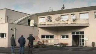 Mercredi 24 avril, des individus ont saccagé un lycée professionnel du Puy-en-Velay (Haute-Loire). Le proviseur qui résidait dans l'établissement a été agressé. (FRANCE2)
