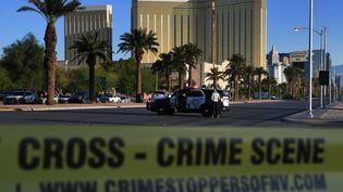 La police de Las Vegas boucle le quartier de la fusillade survenue lundi 2 octobre 2017. (MARK RALSTON / AFP)