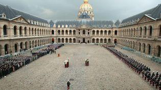 La cour d'Honneur des Invalides, ici en 2004 lors d'une cérémonie d'hommage à deuxSaint-Cyriens morts. (PIERRE VERDY / AFP)