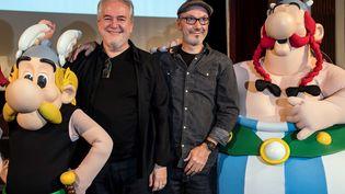 """Le dessinateur Didier Conrad et le scénariste Jean-Yves Ferri présentent le dernier album d'Astérix et Obélix,""""Astérix et la Transitalique"""", le 9 octobre 2017, à Paris. (BERTRAND GUAY / AFP)"""