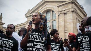 Rassemblement en mémoire d'Adama Traoré, le 30 juillet 2016, à Paris. (MAXPPP)
