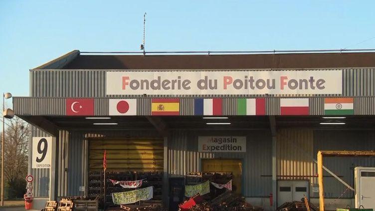 Dans la Vienne, la Fonderie du Poitou Fonte où l'on produit des blocs moteurs pour voitures diesel tourne au ralenti depuis plusieurs mois. (CAPTURE D'ÉCRAN FRANCE 3)