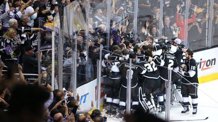 Les Kings célèbrent leur victoire en finale de la Stanley Cup 2014 (CHRISTIAN PETERSEN / GETTY IMAGES NORTH AMERICA)
