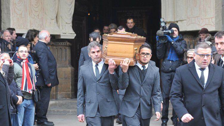(Mille personnes sont venues rendre hommage au journaliste Jacques Chancel, lors de ses obsèques © SIPA)