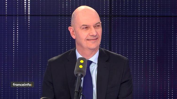 """Le député Roland Lescure, invité du """"19h20 politique"""" de franceinfo, le 21 février 2019. (FRANCEINFO / RADIOFRANCE)"""
