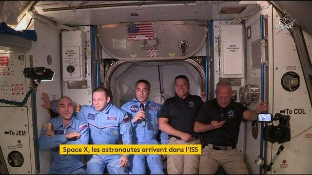 L'entrée des deux astronautes dans l'ISS