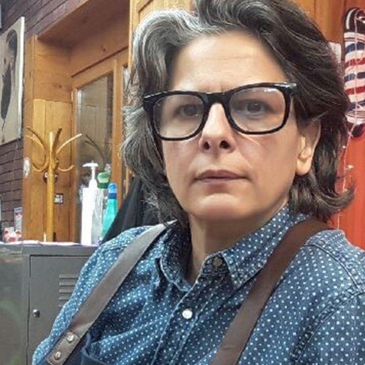Virginia Begnis, dans son salon de coiffure et barbier, le 17 décembre 2020 à Nice (Alpes-Maritimes). (VIRGINIA BEGNIS / JESSICA KOMGUEN / FRANCEINFO)