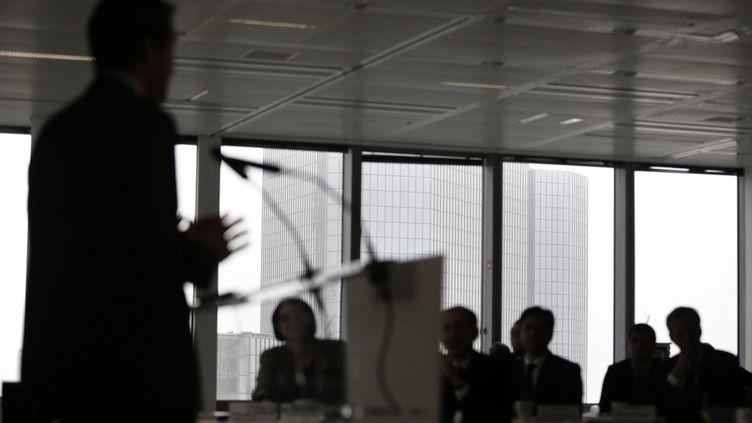 Illustration d'un discours dans une salle de réunion. (VINCENT ISORE / MAXPPP)